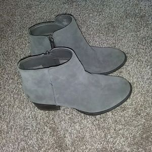 Jessica Simpson Delaine Grey Suede boot